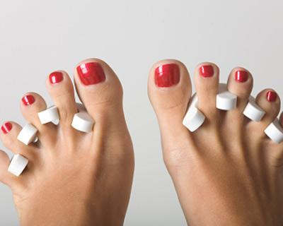 Feet pedired nails